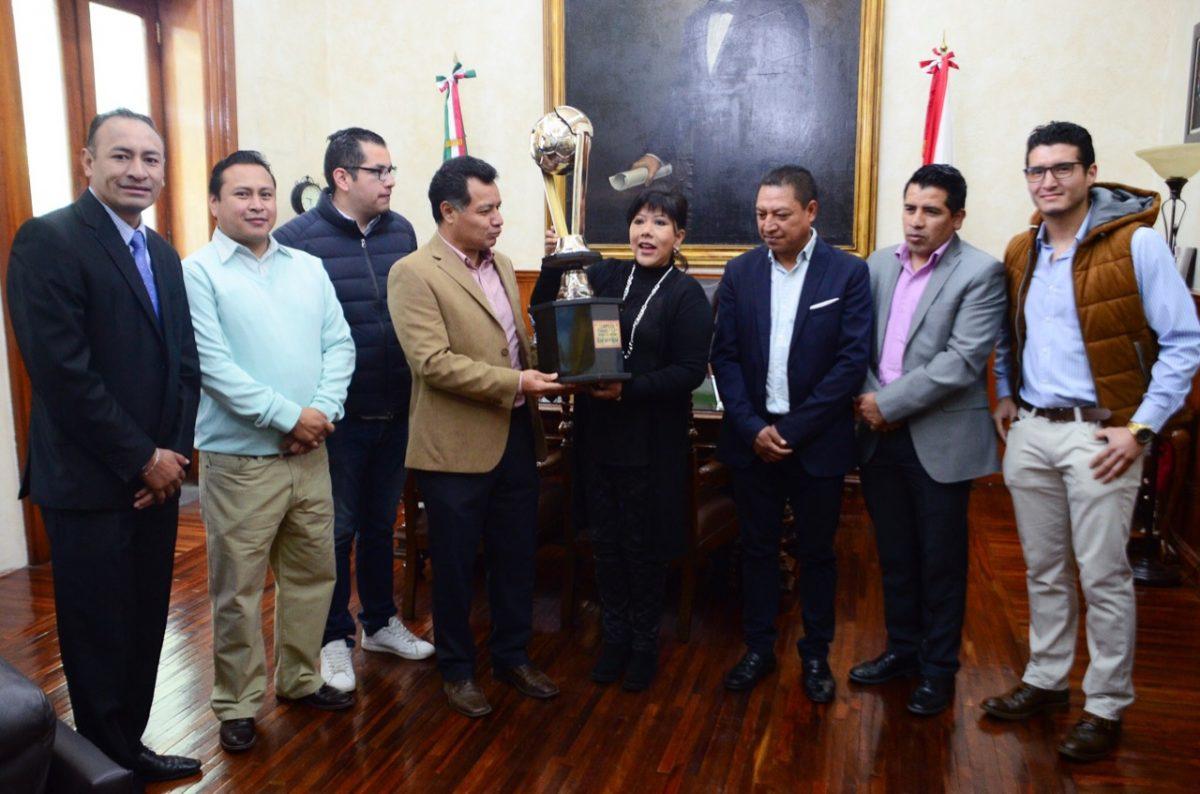 Reconoce alcaldesa de Tlaxcala a los campeones del torneo de fútbol 7