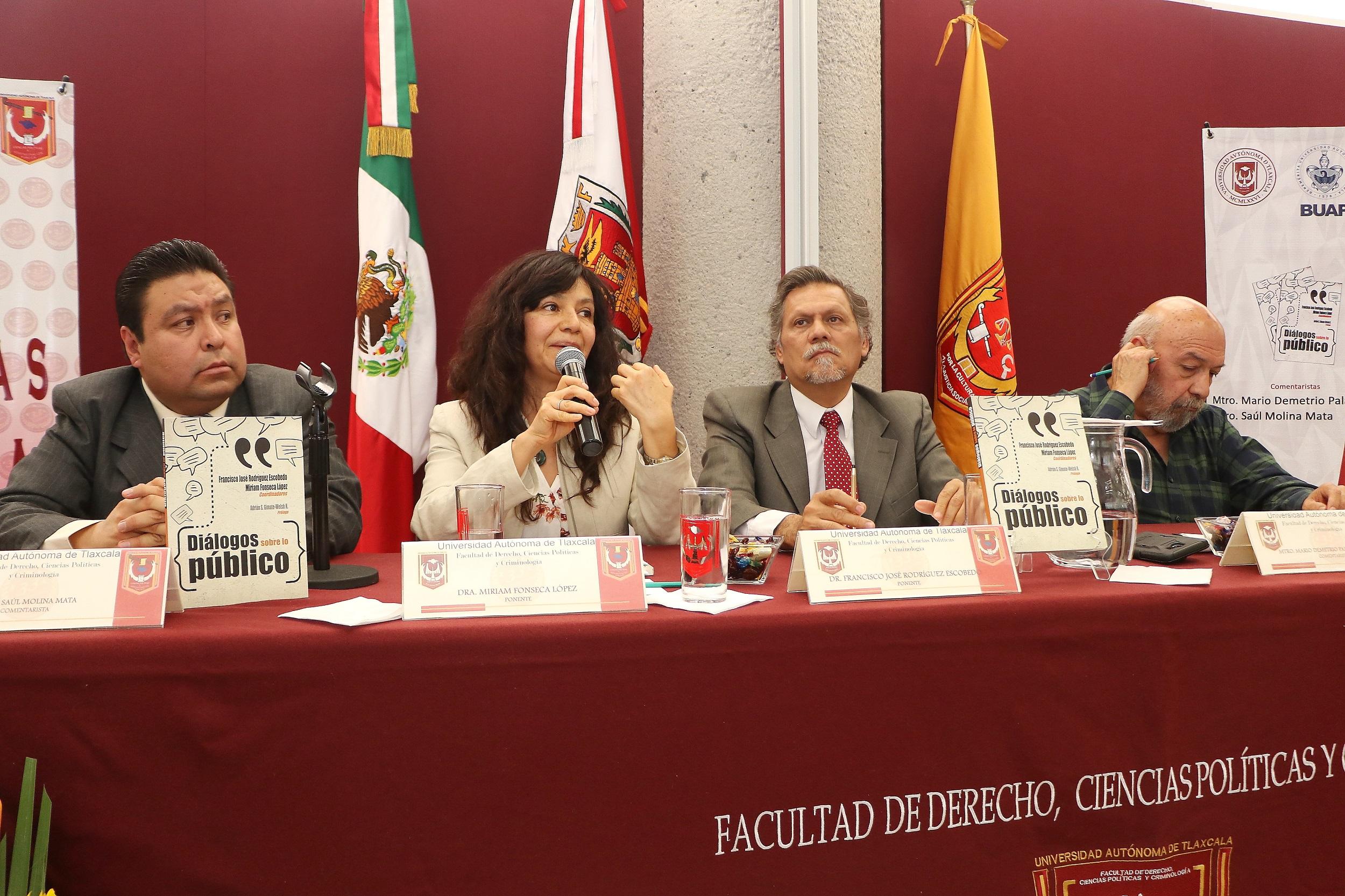 """13 Presentaron en la UATx la obra """"Diálogos sobre lo público"""""""
