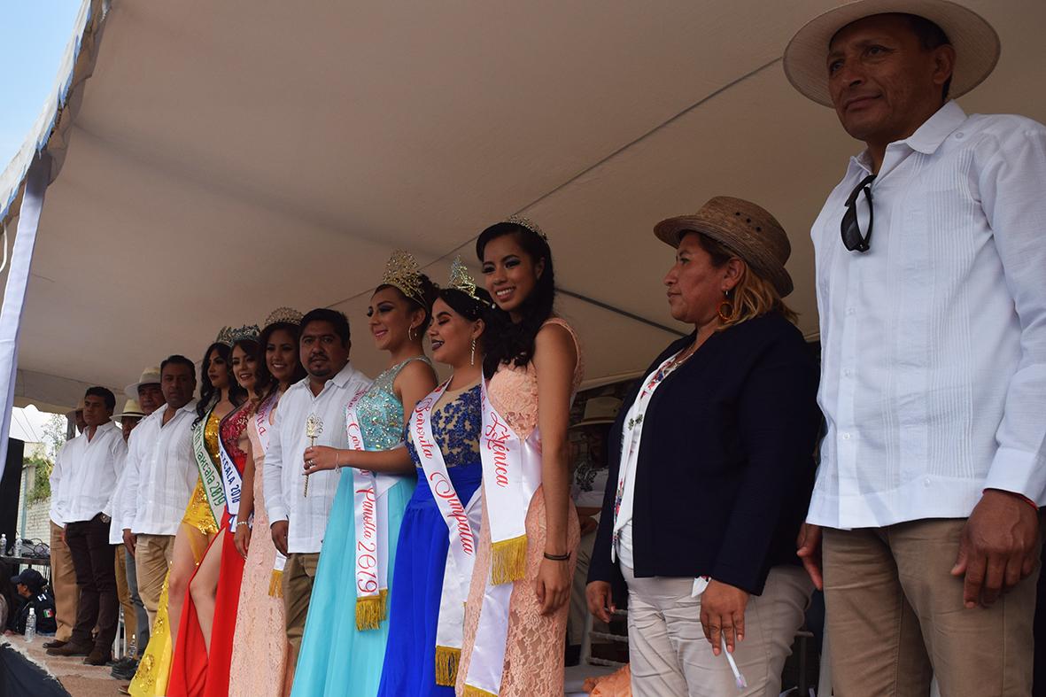 Abarrotan más de 30 mil asistentes el Carnaval de Panotla  Fueron 55 comparsas con más de 3 mil participantes en el desfile