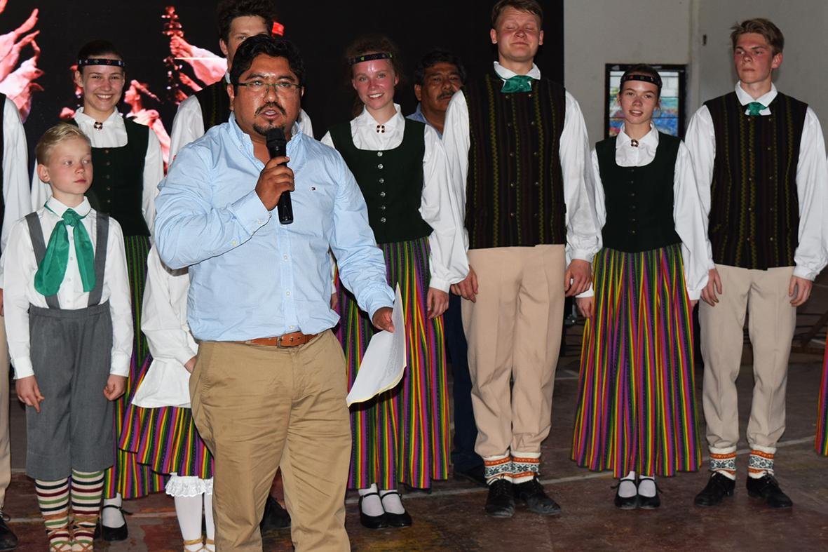 Deleita Letonia con su folklor a cientos de Panotlenses  Gran presentación de los europeos en la cabecera municipal