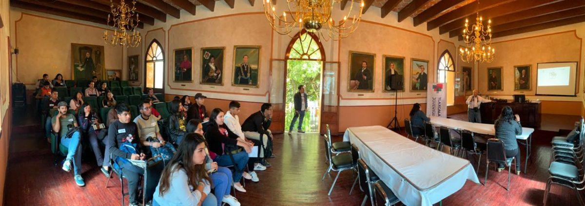 Jóvenes participan en las conferencias impartidas por profesionales en la materia, este domingo efectuarán actividades prácticas en la Plaza de Toros