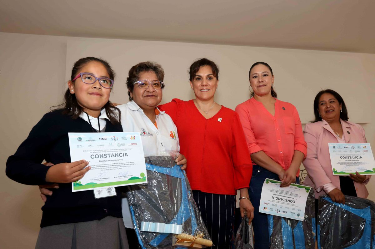 ENTREGA SANDRA CHÁVEZ CONSTANCIAS A LEGISLADORES INFANTILES