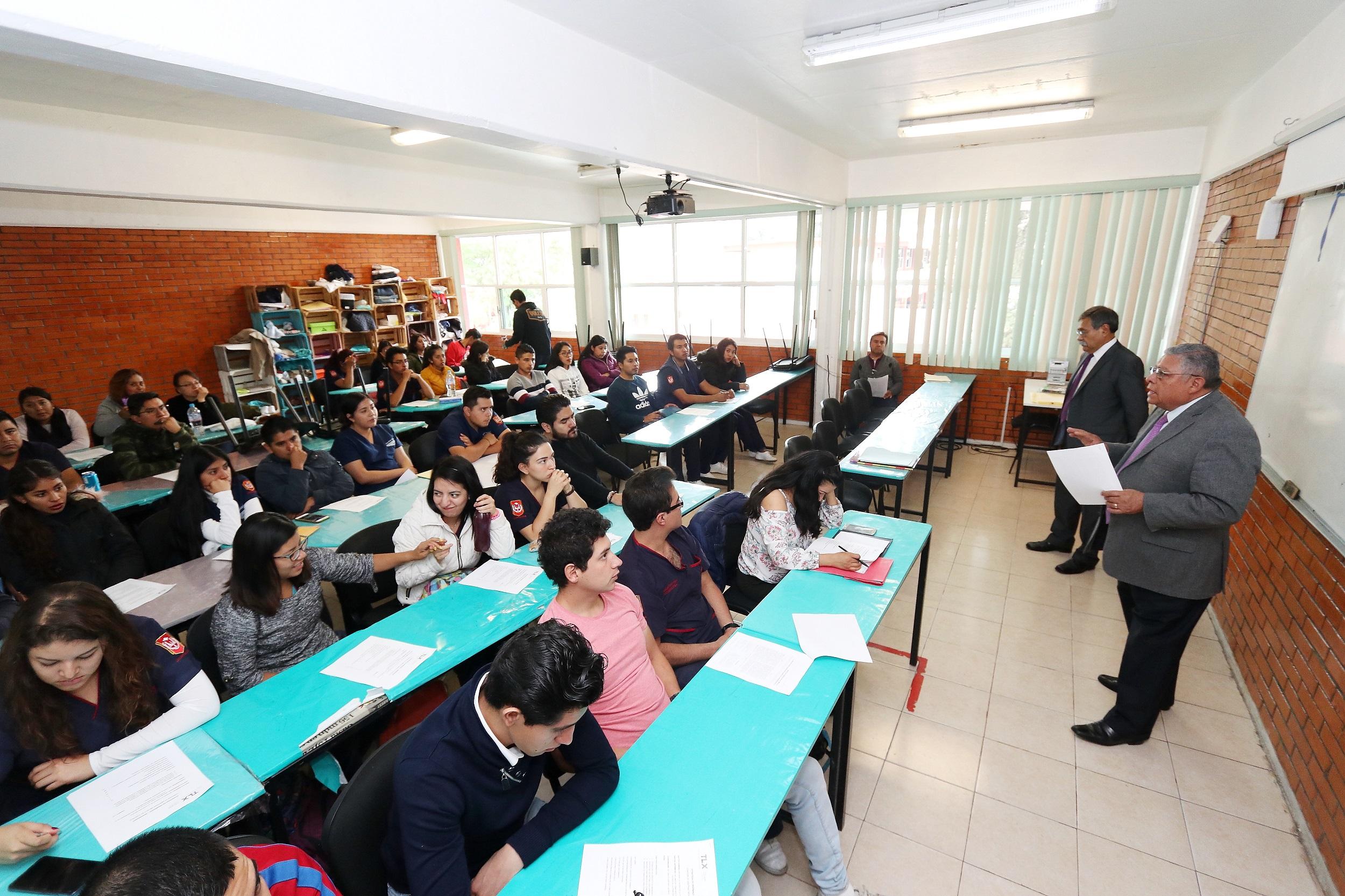 11 Capacitan a estudiantes de la UATx en implicaciones legales de la atención médica (1)