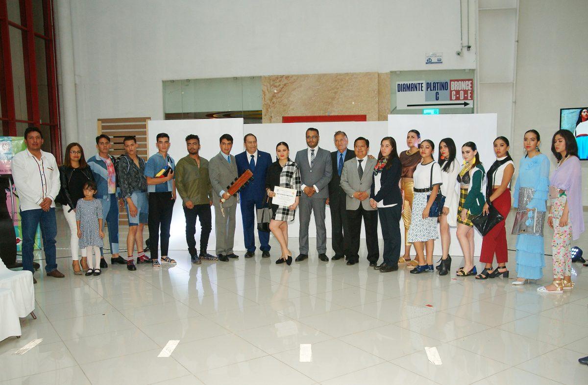 Estudiantes de la UATx presentan sus creaciones