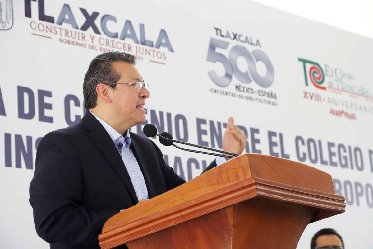 ENCABEZA MARCO MENA FIRMA DE CONVENIO ENTRE EL INAH Y EL COLTLAX