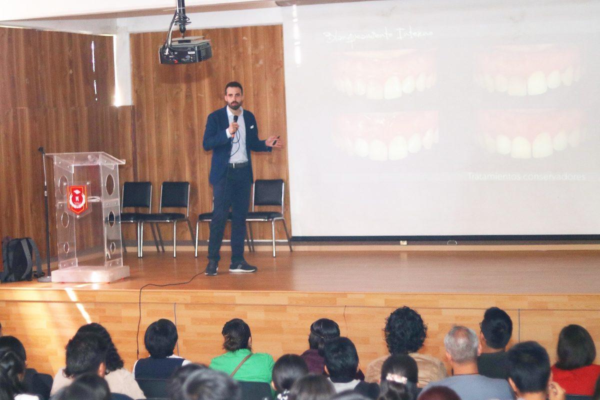 Disertó en la UATx especialista de la Complutense de Madrid