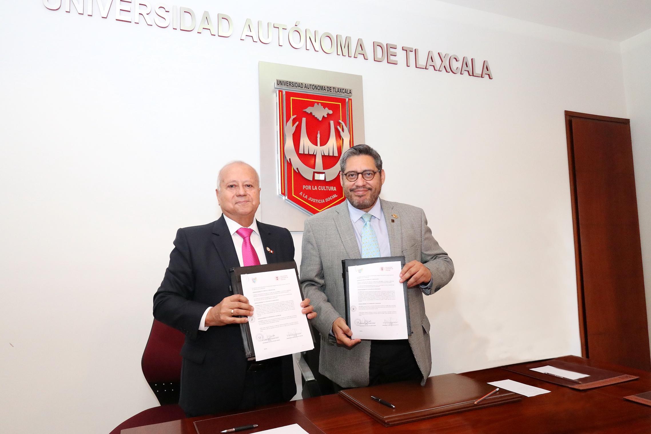 12 Recibe la UATx delegación de universitarios de Perú (1)