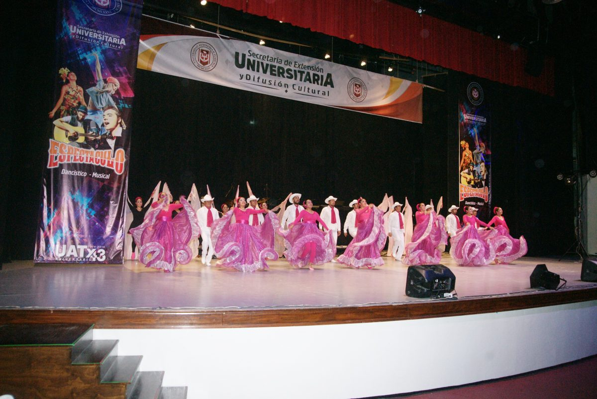 Impulsa UATx la danza y sus expresiones