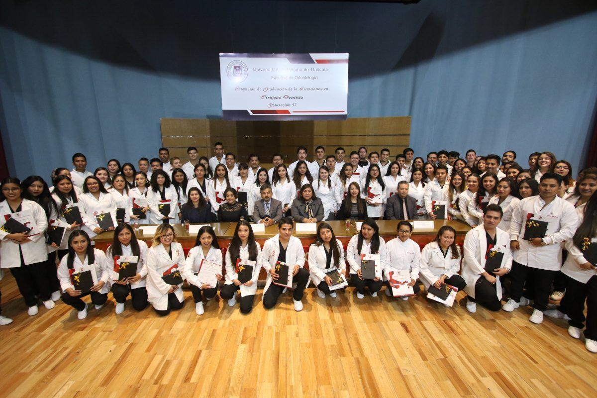 Gradúa la UATx la generación 47 de Cirujanos Dentistas