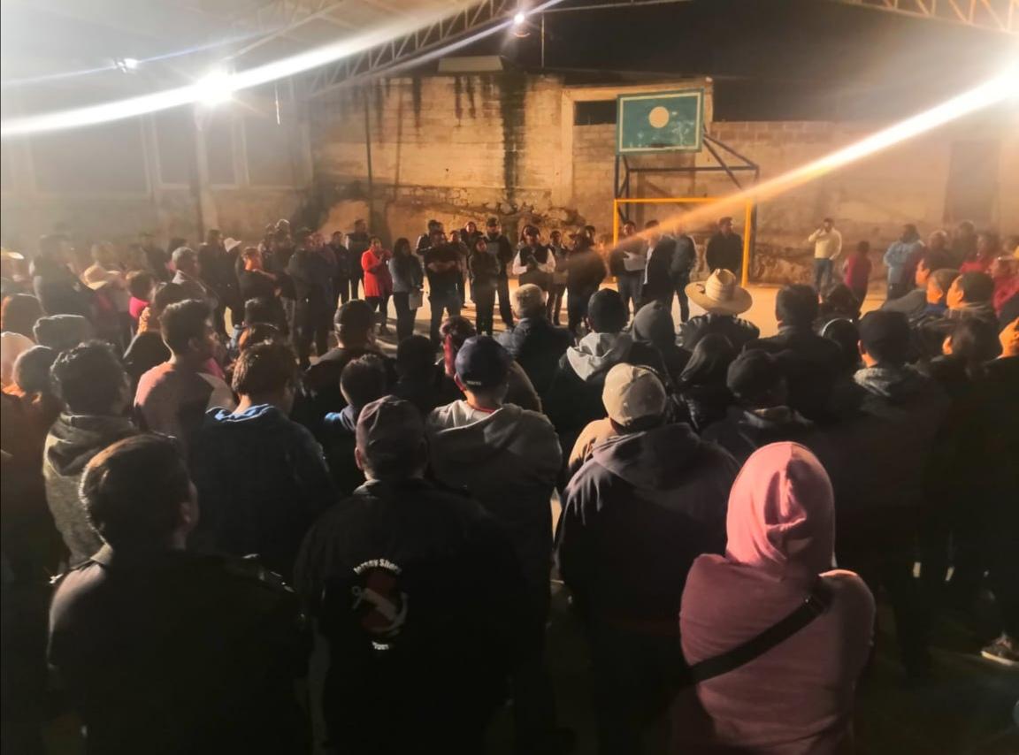 Eymard Grande se reúne con pobladores de Acatitla