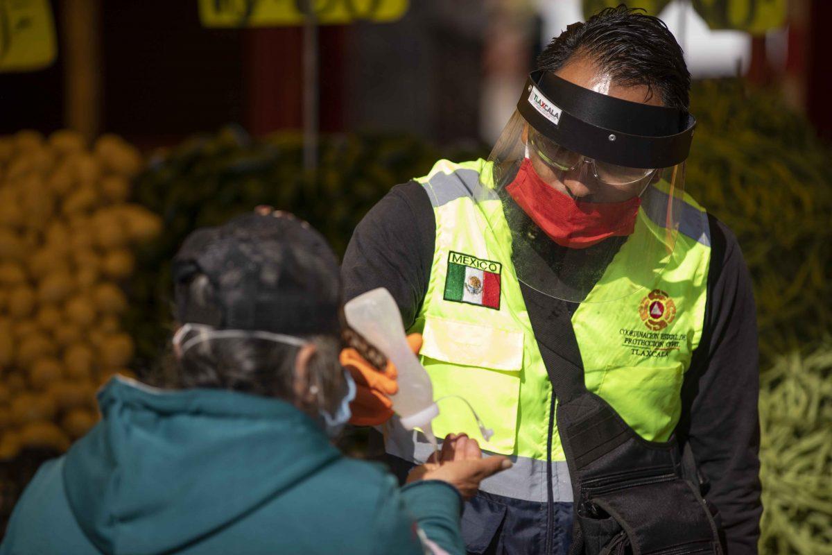 DISTRIBUYEN FILTROS SANITARIOS DEL GOBIERNO ESTATAL  7 MIL CUBREBOCAS EN TIANGUIS