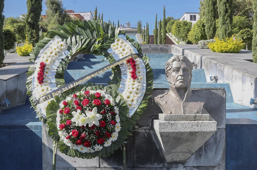 El Gobierno del Estado de Tlaxcala, colocó una ofrenda floral en el marco del CXCIX Aniversario de la Consumación de la Independencia