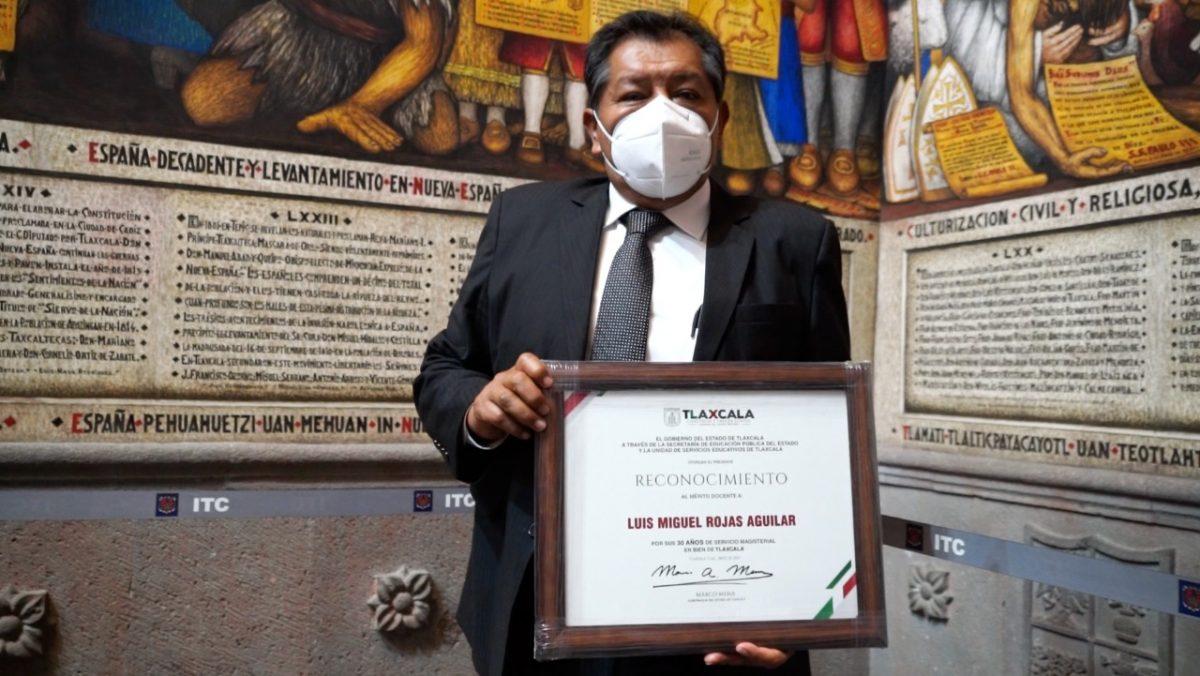 SEPE RECONOCE LABOR DE MAESTROS CON 30 AÑOS DE SERVICIO