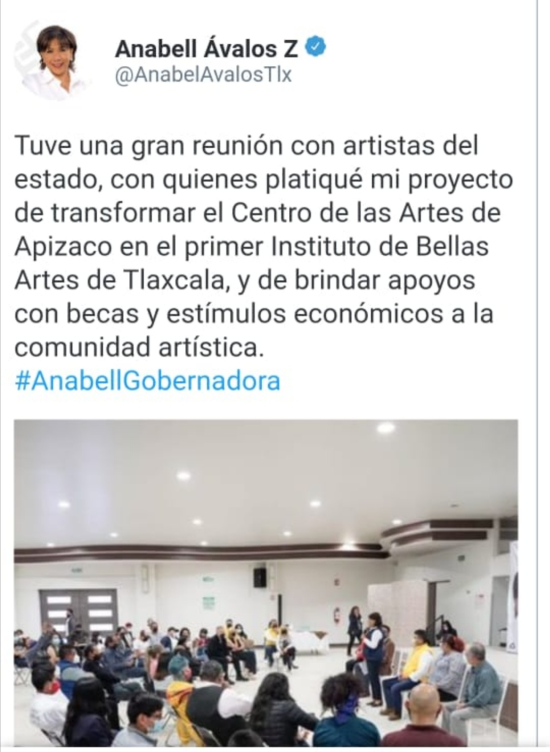 Anabell Ávalos Zempoalteca se reúne con artistas del Estado