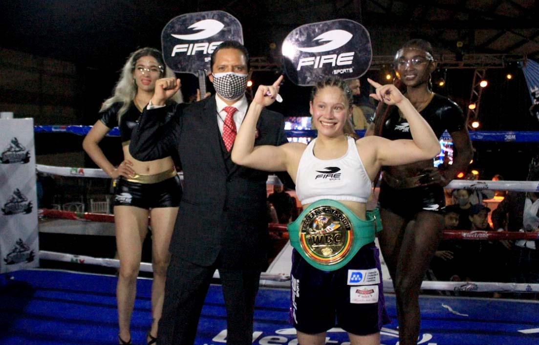 Celebra Luis Antonio Herrera nuevo título de campeona de boxeo