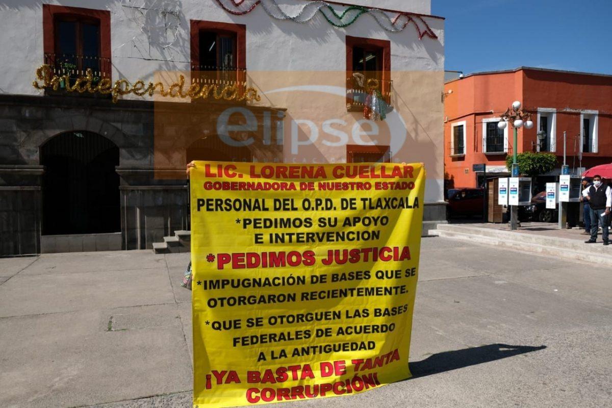 Manifestantes exigen a la gobernadora resolver la impugnación para otorgacion de las bases federales