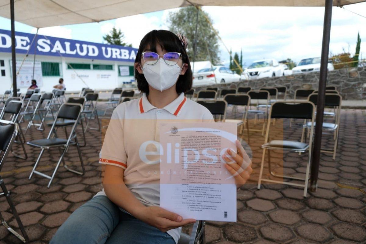 Vacunan contra Covid19 a la primera menor de edad en Tlaxcala.