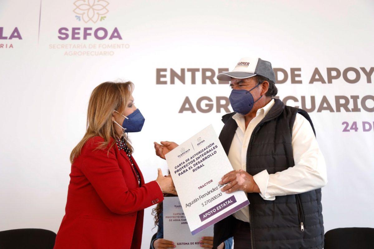 ENTREGÓ LORENA CUÉLLAR APOYOS AL SECTOR AGROPECUARIO Y AVÍCOLA EN XALOZTOC POR 1.6 MDP