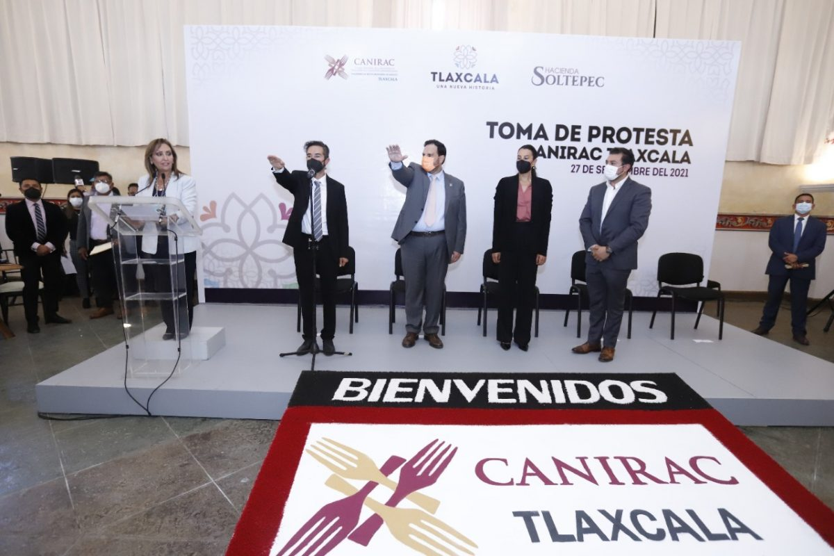 LORENA CUÉLLAR TOMÓ PROTESTA A JAVIER ZAMORA RÍOS COMO PRESIDENTE DE CANIRAC TLAXCALA